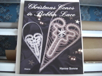 Christmas cones in bobbin lace