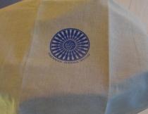 Täckduk med FSS logga.